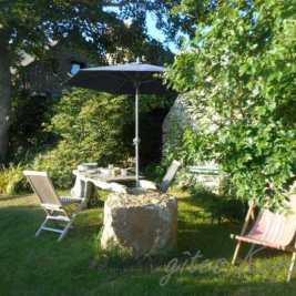 Jardin calme, face au soleil couchant