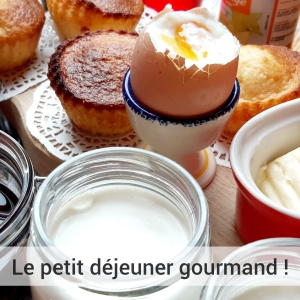 petit déjeuner gourmand, confitures, yaourts ,pâtisseries maison